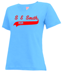 S E Smith Elementary School  V-neck Shirts